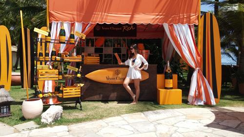 A Veuve Clicquot tem um bar na piscina do hotel, com todas as champanhes da marca e uma decoração linda!