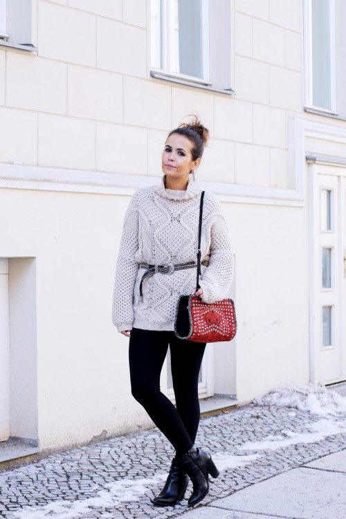Cream_Jumper-Leggings-Comfy_Outfit-Street_Style-Collage_Vintage-3